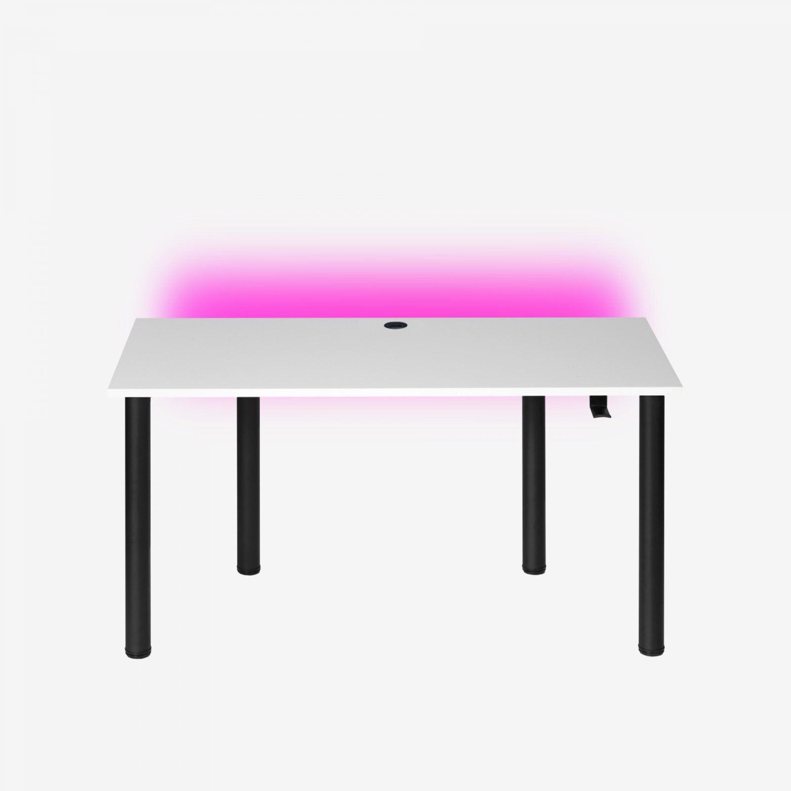 białe biurko dla graczy z przepustem