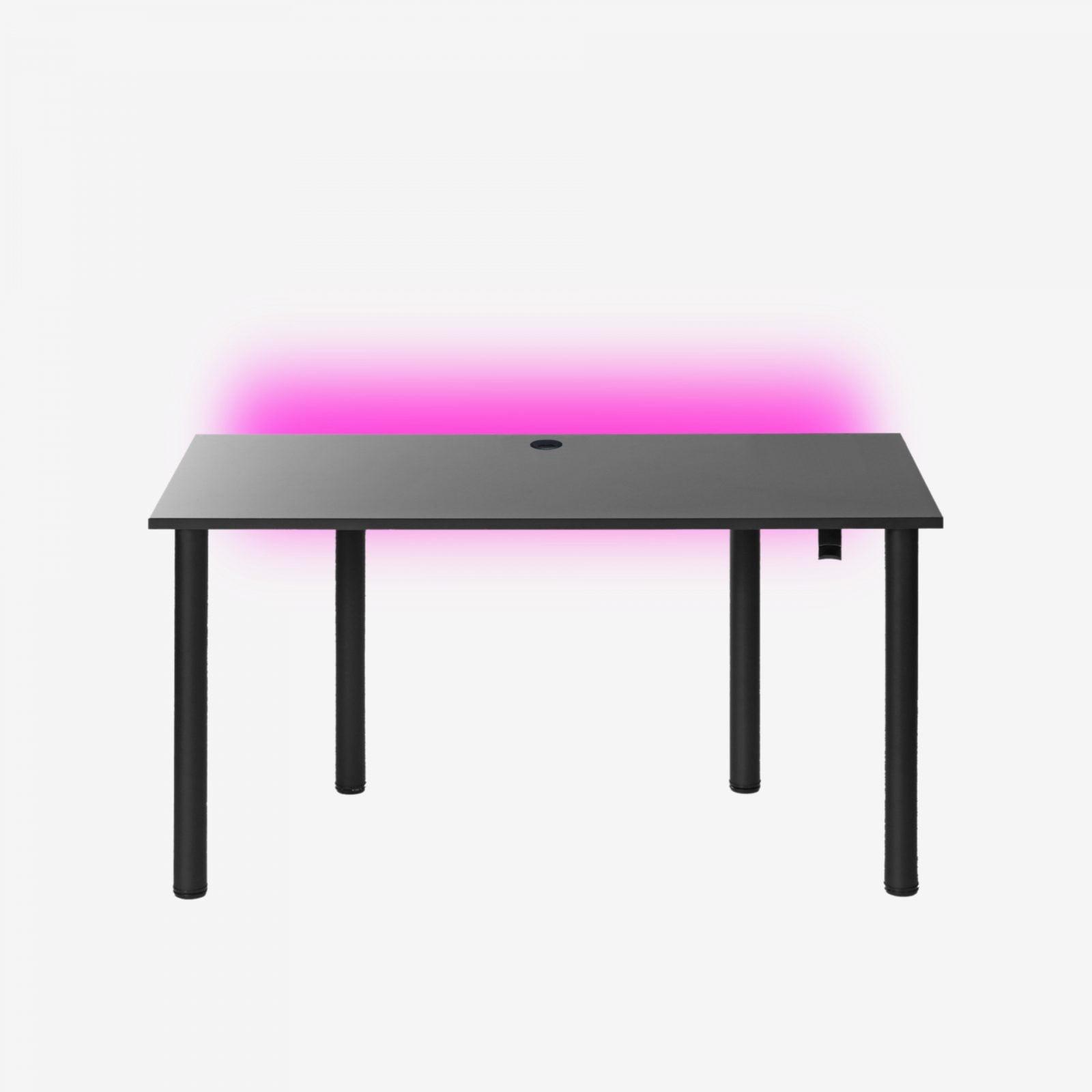 czarne biurko gamingowe z przepustem
