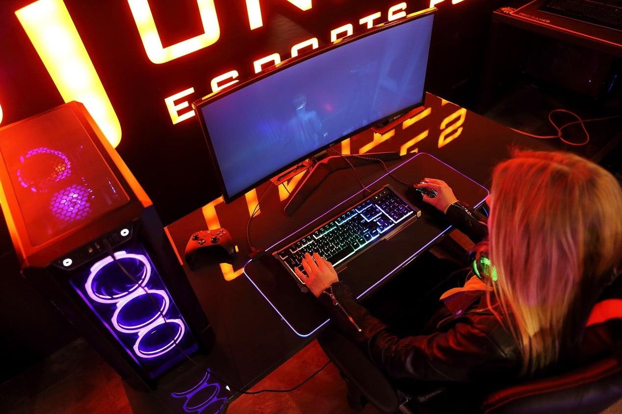 biurko gamingowe duże z dodatkami